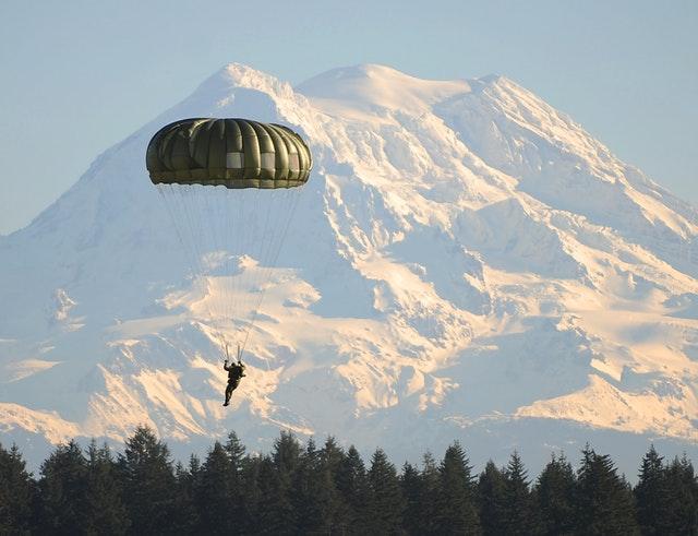 parachute-paratrooper-parachutist-land-67298